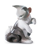 Lladro 01005236 CAT AND MOUSE - Grey & White Cat With Paw Up