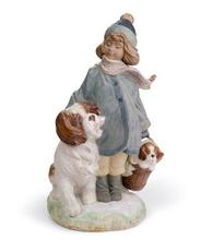 Lladro 01012517 WINTER WIND - little girl with her faithful dog