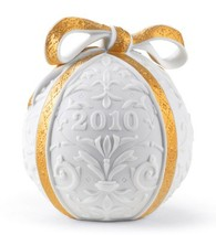 Lladro 01018339 2010 CHRISTMAS BALL White Finish With A Gold Colour Ribbon